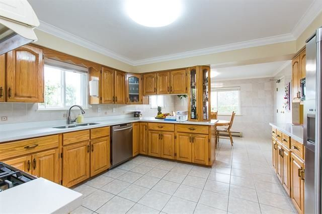 Photo 3: Photos: 14322 70A Avenue in Surrey: East Newton House for sale : MLS®# R2232090