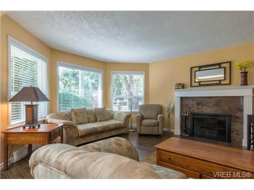 Main Photo: 3 1968 Cultra Ave in SAANICHTON: CS Saanichton Row/Townhouse for sale (Central Saanich)  : MLS®# 711060