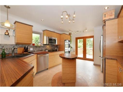 Main Photo: 1768 Carrick St in VICTORIA: Vi Jubilee House for sale (Victoria)  : MLS®# 731705