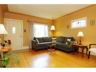 """Photo 2: 378 E 37TH Avenue in Vancouver: Main House for sale in """"MAIN"""" (Vancouver East)  : MLS®# V975789"""