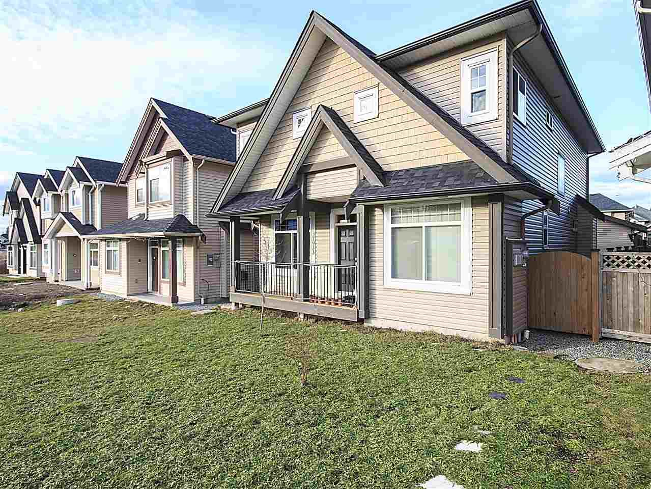 Main Photo: 27933 FRASER Highway in Abbotsford: Aberdeen House for sale : MLS®# R2133585