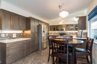 "Photo 3: 6117 W BOUNDARY Drive in Surrey: Panorama Ridge Townhouse for sale in ""LAKEWOOD GARDENS"" : MLS®# R2318441"