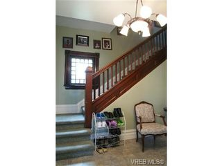 Photo 2: 812 Wollaston St in VICTORIA: Es Old Esquimalt House for sale (Esquimalt)  : MLS®# 702085