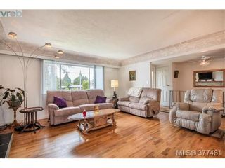 Photo 3: 1014 Londonderry Rd in VICTORIA: SE Lake Hill House for sale (Saanich East)  : MLS®# 757712