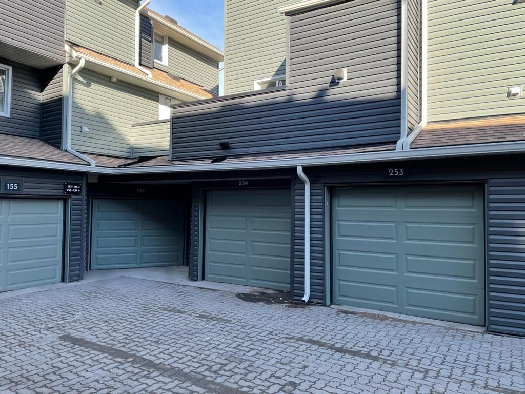 Main Photo: 254 66 Glamis Green SW in Calgary: Glamorgan Row/Townhouse for sale : MLS®# A1108516