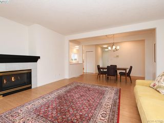 Photo 5: 12 1063 Valewood Trail in VICTORIA: SE Broadmead Row/Townhouse for sale (Saanich East)  : MLS®# 837183