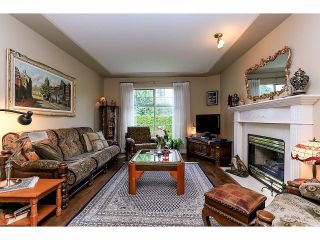 """Photo 3: 33 9168 FLEETWOOD Way in Surrey: Fleetwood Tynehead Townhouse for sale in """"The Fountains"""" : MLS®# F1414728"""