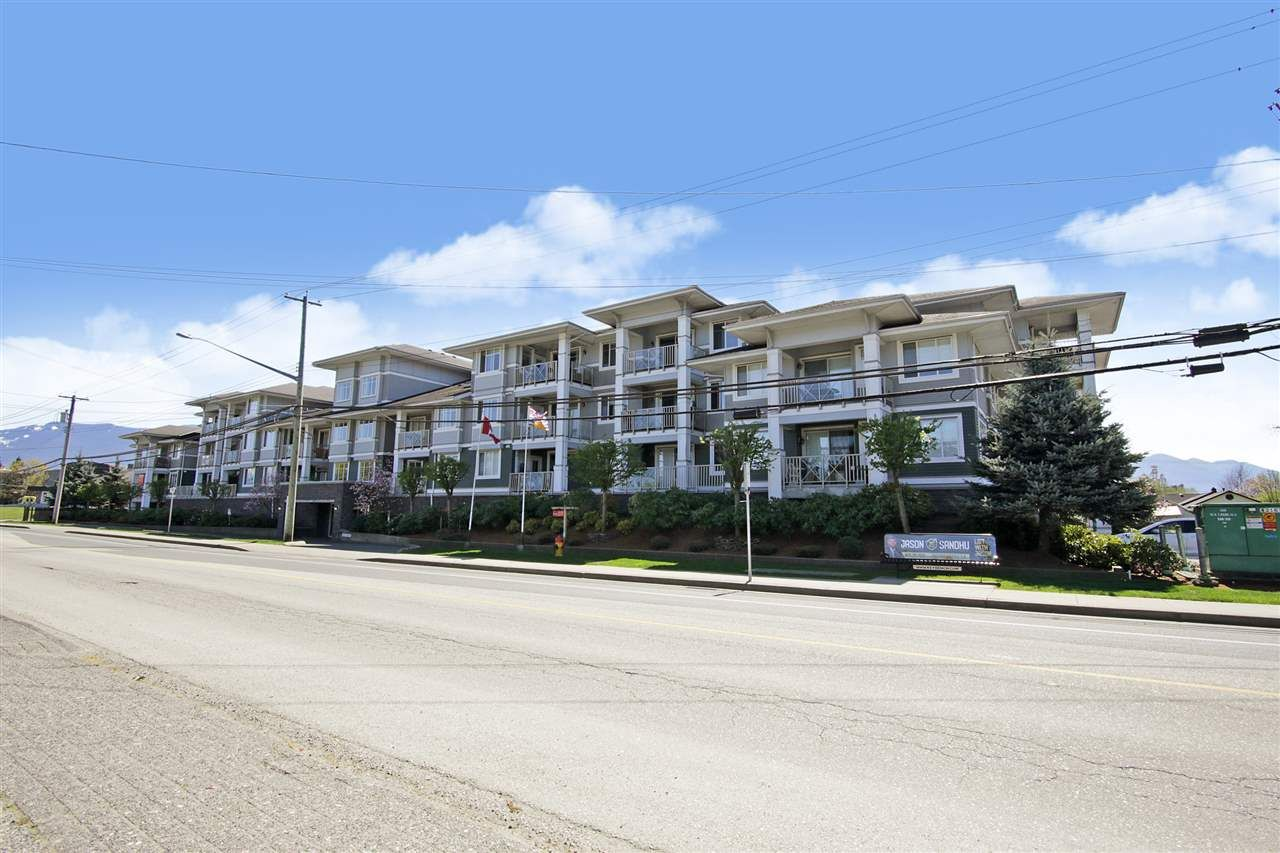 """Main Photo: 122 46262 FIRST Avenue in Chilliwack: Chilliwack E Young-Yale Condo for sale in """"The Summit"""" : MLS®# R2572117"""
