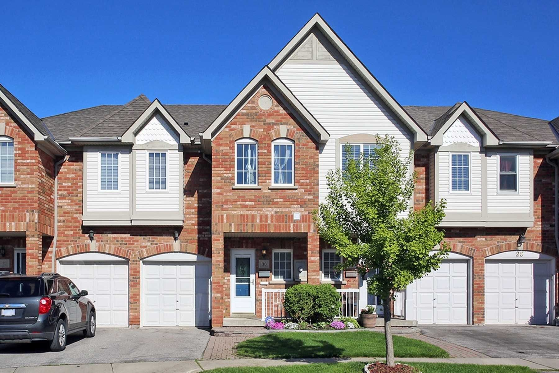 Main Photo: 30 Plantation Court in Whitby: Williamsburg House (2-Storey) for sale : MLS®# E4482636