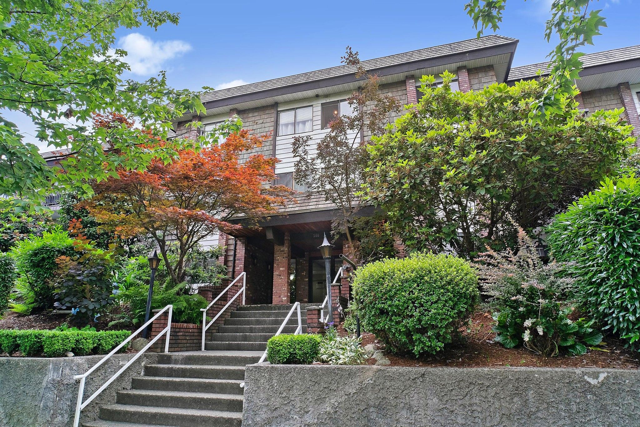 """Main Photo: 346 588 E 5TH Avenue in Vancouver: Mount Pleasant VE Condo for sale in """"MCGREGOR HOUSE"""" (Vancouver East)  : MLS®# R2477608"""