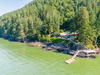"""Photo 1: 370 374 SMUGGLERS COVE Road: Bowen Island House for sale in """"Hood Point"""" : MLS®# R2518143"""