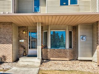Photo 2: 45 Patina Park SW in Calgary: Patterson Row/Townhouse for sale : MLS®# A1085430
