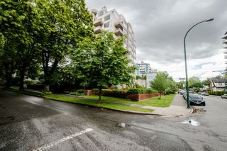 """Photo 4: 403 1566 W 13TH Avenue in Vancouver: Fairview VW Condo for sale in """"ROYAL GARDENS"""" (Vancouver West)  : MLS®# R2080778"""