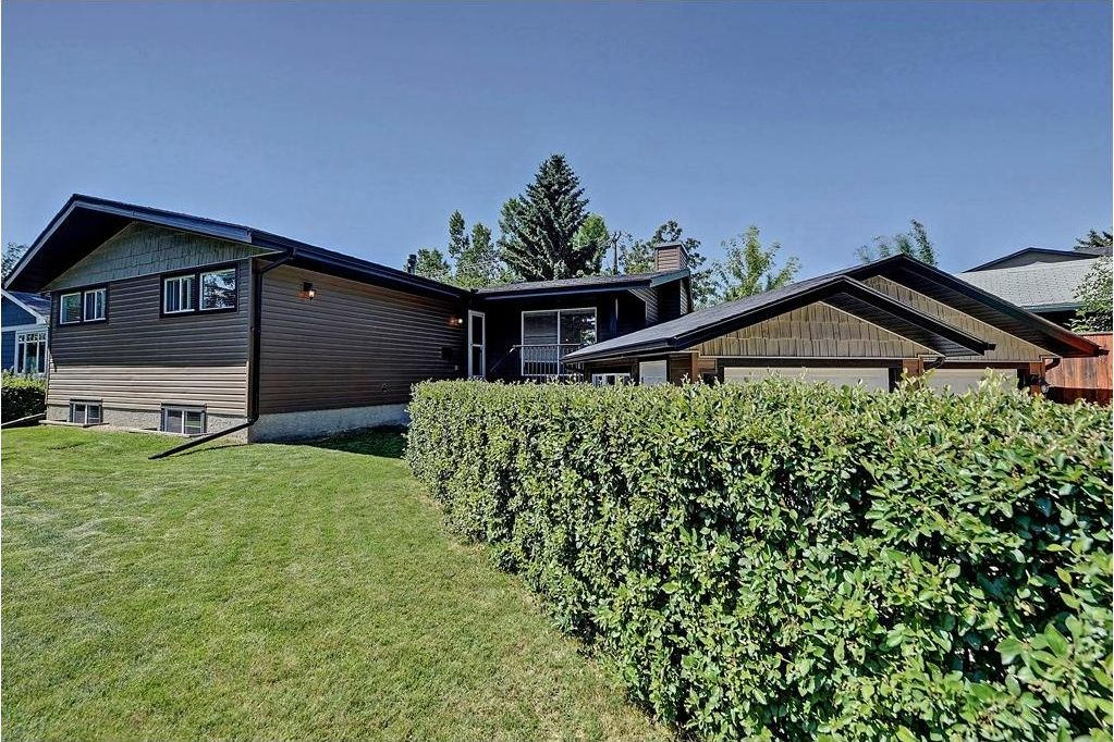 Main Photo: 6203 LEWIS Drive SW in Calgary: Lakeview House for sale : MLS®# C4128668