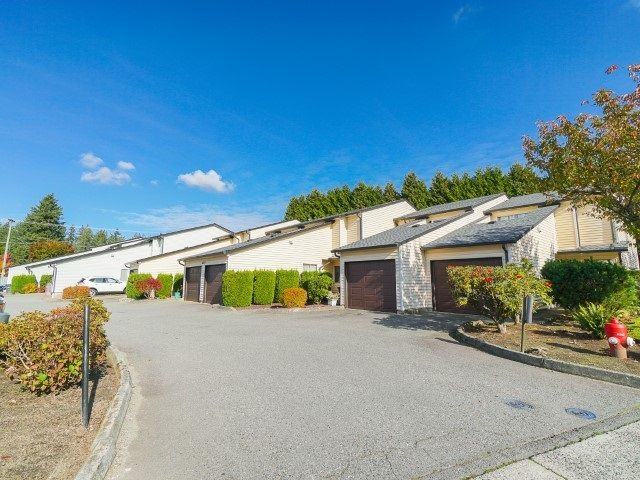 """Photo 1: Photos: 103 15541 87A Avenue in Surrey: Fleetwood Tynehead Townhouse for sale in """"Evergreen Estate"""" : MLS®# R2544961"""