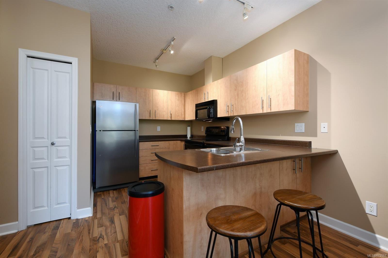 Photo 7: Photos: 411 825 Goldstream Ave in : La Langford Proper Condo for sale (Langford)  : MLS®# 872557