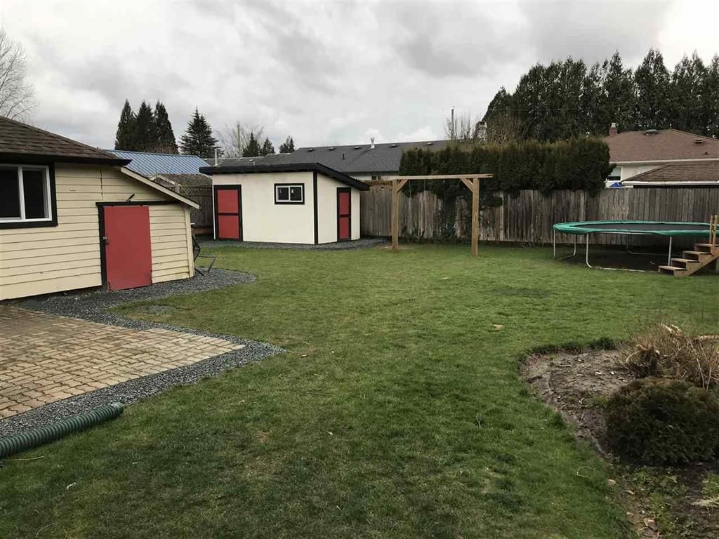 Photo 2: Photos: 9739 Sidney St. in Chilliwack: House for rent