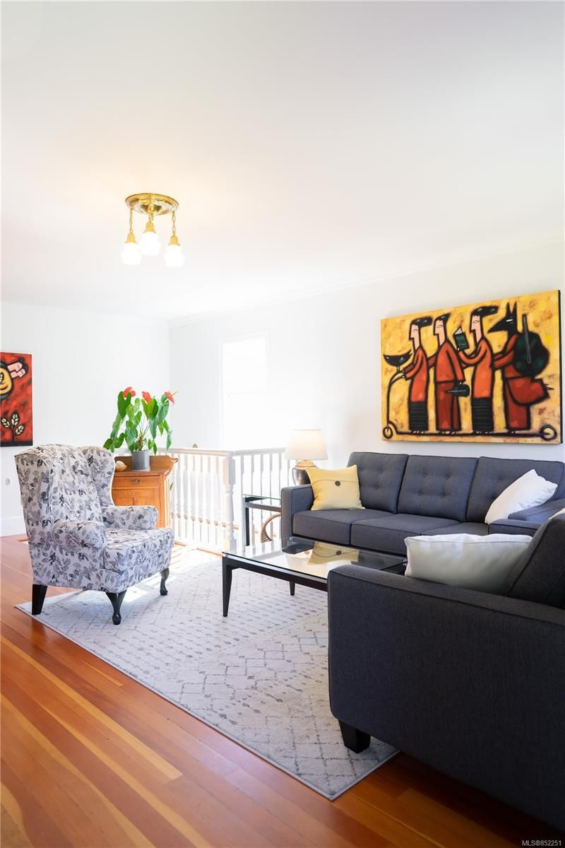 Photo 13: Photos: 2363 Pacific Ave in : OB Estevan House for sale (Oak Bay)  : MLS®# 852251