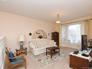 Photo 2: 596 Phelps Ave in VICTORIA: La Thetis Heights Half Duplex for sale (Langford)  : MLS®# 821848