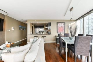 """Photo 11: 1902 1228 MARINASIDE Crescent in Vancouver: Yaletown Condo for sale in """"Crestmark II"""" (Vancouver West)  : MLS®# R2582919"""