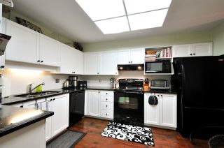 """Photo 2: 303 6737 STATION HILL Court in Burnaby: South Slope Condo for sale in """"THE COURTYARDS"""" (Burnaby South)  : MLS®# R2077188"""