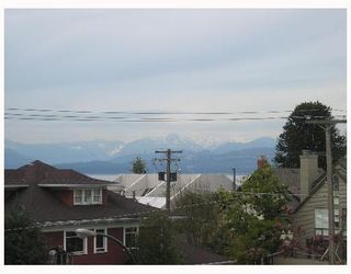 """Photo 2: 2490 W 2ND Ave in Vancouver: Kitsilano Condo for sale in """"THE TRINITY"""" (Vancouver West)  : MLS®# V640534"""