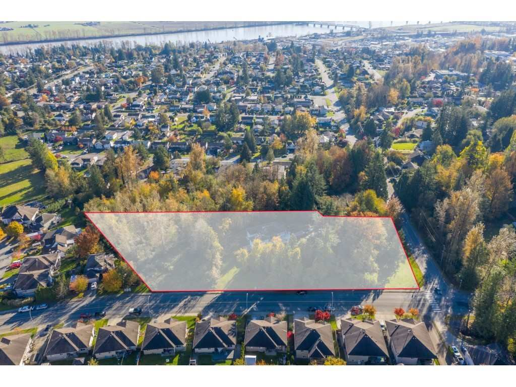Main Photo: 7816 DUNSMUIR Street in Mission: Mission BC House for sale : MLS®# R2512120