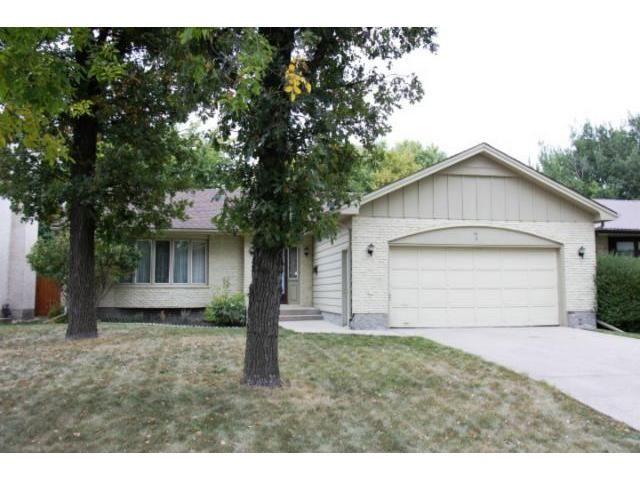 Main Photo: 7 Oswald Bay in WINNIPEG: Charleswood Residential for sale (South Winnipeg)  : MLS®# 1219401