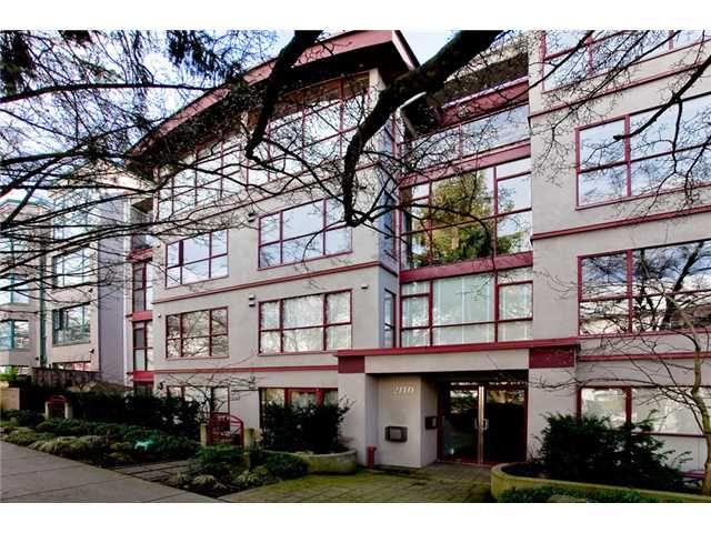 Main Photo: 102 2140 W 12TH Avenue in Vancouver: Kitsilano Condo for sale (Vancouver West)  : MLS®# V933487