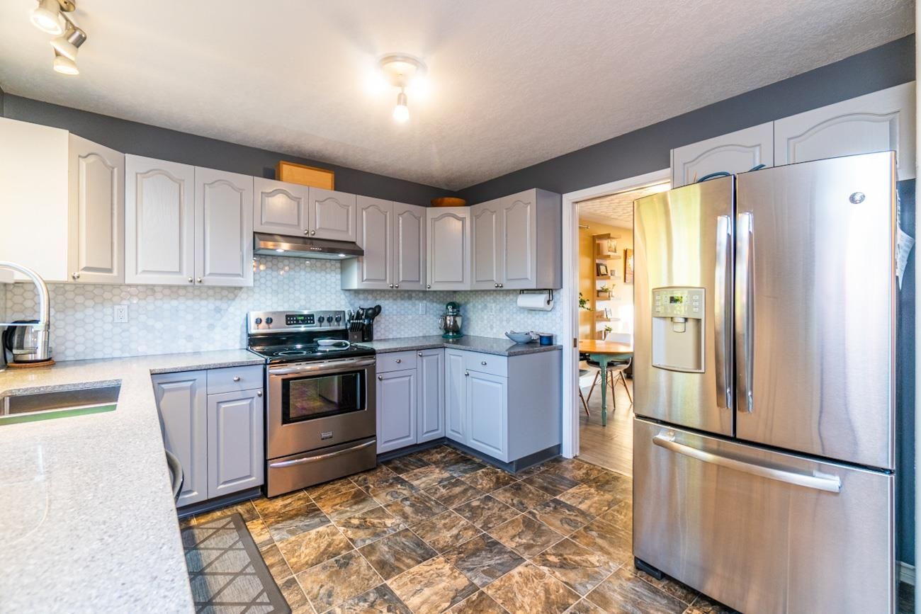 """Photo 9: Photos: 6872 ST ERICA Place in Prince George: St. Lawrence Heights House for sale in """"St Lawrence Heights"""" (PG City South (Zone 74))  : MLS®# R2617667"""