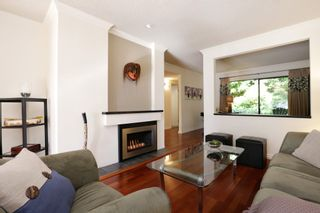 """Photo 3: 822 FREDERICK Road in North Vancouver: Lynn Valley Townhouse for sale in """"Lara Lynn"""" : MLS®# R2214486"""