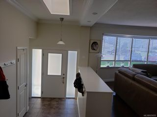 Photo 5: 10306 Gabriola Pl in Sidney: Si Sidney North-East House for sale : MLS®# 835055
