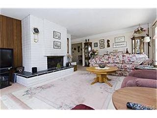Photo 3:  in VICTORIA: Es Kinsmen Park House for sale (Esquimalt)  : MLS®# 471103