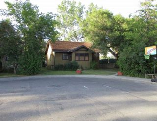 Main Photo: 1602 Broadview Road NW in Calgary: Hillhurst Detached for sale : MLS®# A1155102