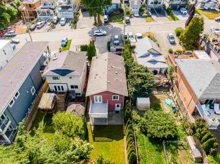 """Photo 37: 850 PARKER Street: White Rock House for sale in """"EAST BEACH"""" (South Surrey White Rock)  : MLS®# R2587340"""