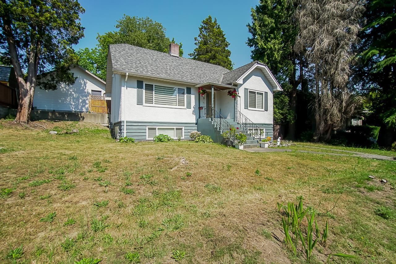 Main Photo: 809 SANGSTER Place in New Westminster: The Heights NW House for sale : MLS®# R2599541