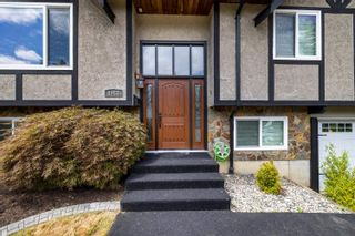 Photo 2: 4983 197A Street in Langley: Langley City House for sale : MLS®# R2603233