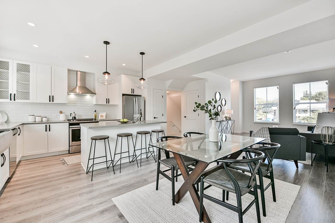 """Main Photo: 52 5945 176A Street in Surrey: Cloverdale BC Townhouse for sale in """"Crimson"""" (Cloverdale)  : MLS®# R2416464"""