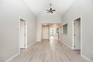 Photo 2: 403 1369 56 STREET in Delta: Cliff Drive Condo for sale (Tsawwassen)  : MLS®# R2222403