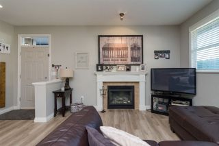 """Photo 4: 3 18087 70 Avenue in Surrey: Cloverdale BC Townhouse for sale in """"PROVINCETON"""" (Cloverdale)  : MLS®# R2210473"""