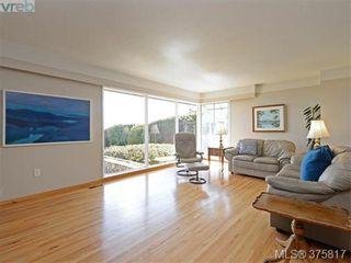 Photo 2: 6711 Welch Rd in SAANICHTON: CS Martindale House for sale (Central Saanich)  : MLS®# 754406