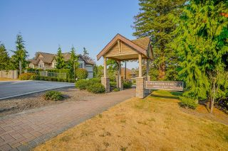 """Photo 2: 18 6238 192 Street in Surrey: Cloverdale BC Townhouse for sale in """"BAKERVIEW TERRACE"""" (Cloverdale)  : MLS®# R2602232"""