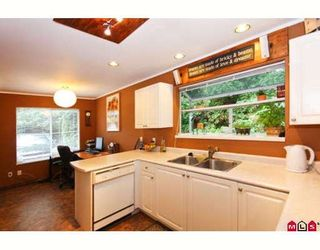 """Photo 5: 119 8655 KING GEORGE Highway in Surrey: Queen Mary Park Surrey Townhouse for sale in """"CREEKSIDE VILLAGE"""" : MLS®# F2917932"""
