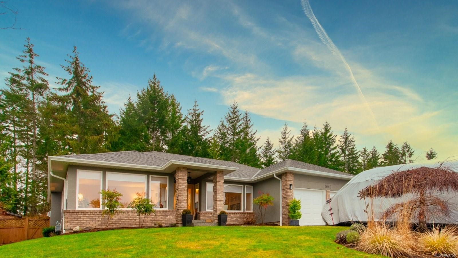Main Photo: 1046 Miraloma Dr in : PQ Qualicum Beach House for sale (Parksville/Qualicum)  : MLS®# 863759