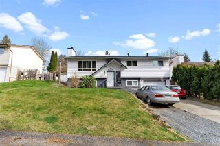 Photo 2: 7902 HERON Street in Mission: Mission BC House for sale : MLS®# R2552934