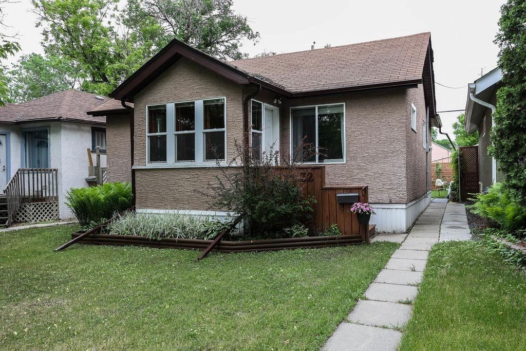 Main Photo: 32 Stranmillis Avenue in Winnipeg: St Vital Residential for sale (2D)  : MLS®# 202114383