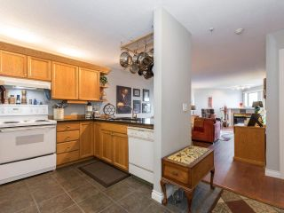 """Photo 11: 406 74 RICHMOND Street in New Westminster: Fraserview NW Condo for sale in """"Governors Court"""" : MLS®# R2407457"""