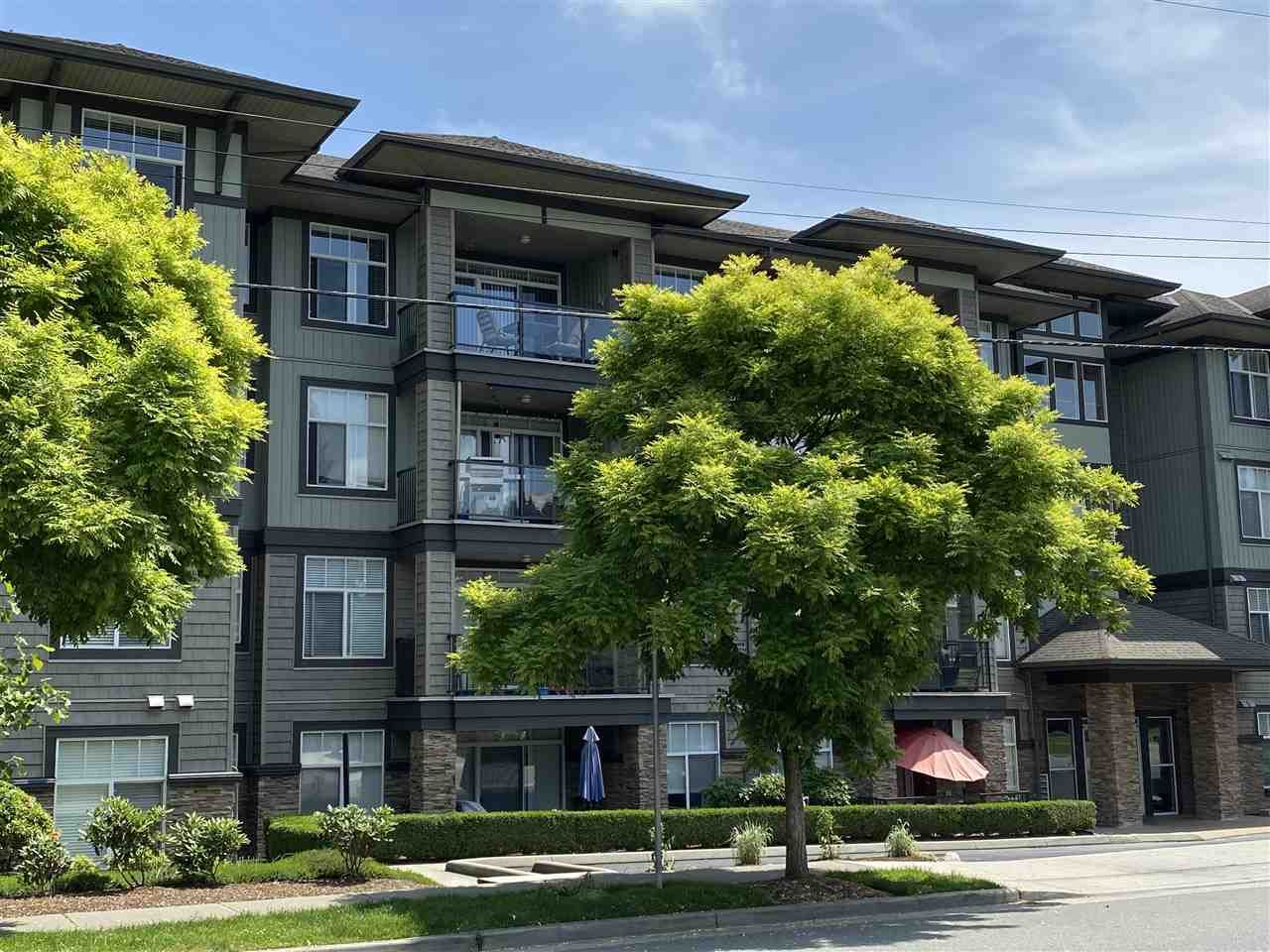 """Main Photo: 402 2068 SANDALWOOD Crescent in Abbotsford: Central Abbotsford Condo for sale in """"The Sterling 2"""" : MLS®# R2469396"""