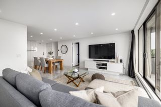 """Photo 8: 705 2445 W 3 Avenue in Vancouver: Kitsilano Condo for sale in """"Carriage House"""" (Vancouver West)  : MLS®# R2602059"""