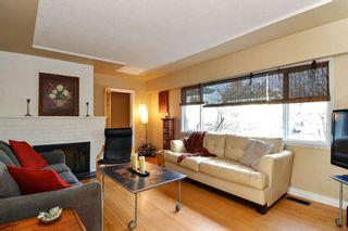 Photo 2: 14436 17 Avenue in Surrey: Sunnyside Park Surrey House for sale (South Surrey White Rock)  : MLS®# R2373739